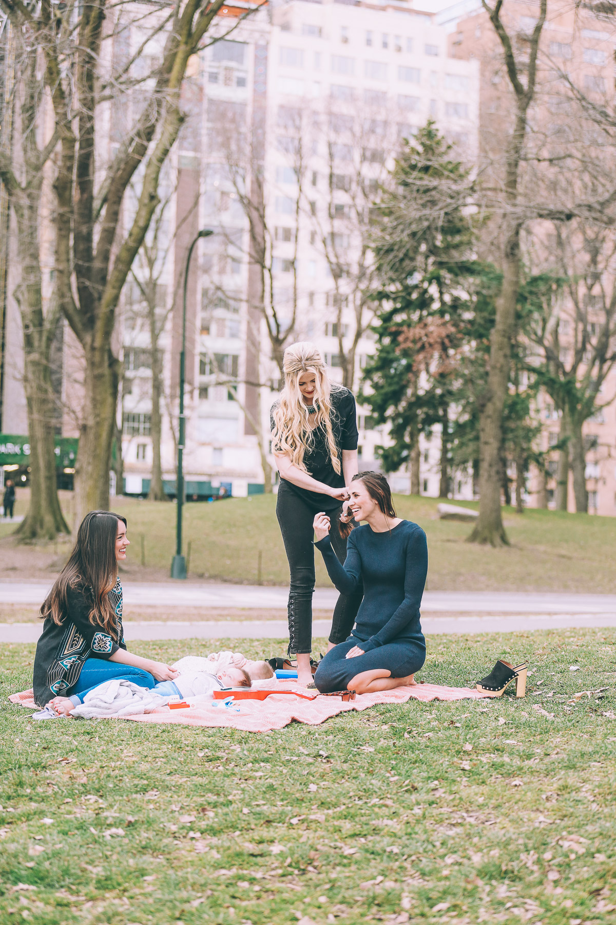 Barefoot Blonde Amber's Play date in Central Park with H&M and Heymama