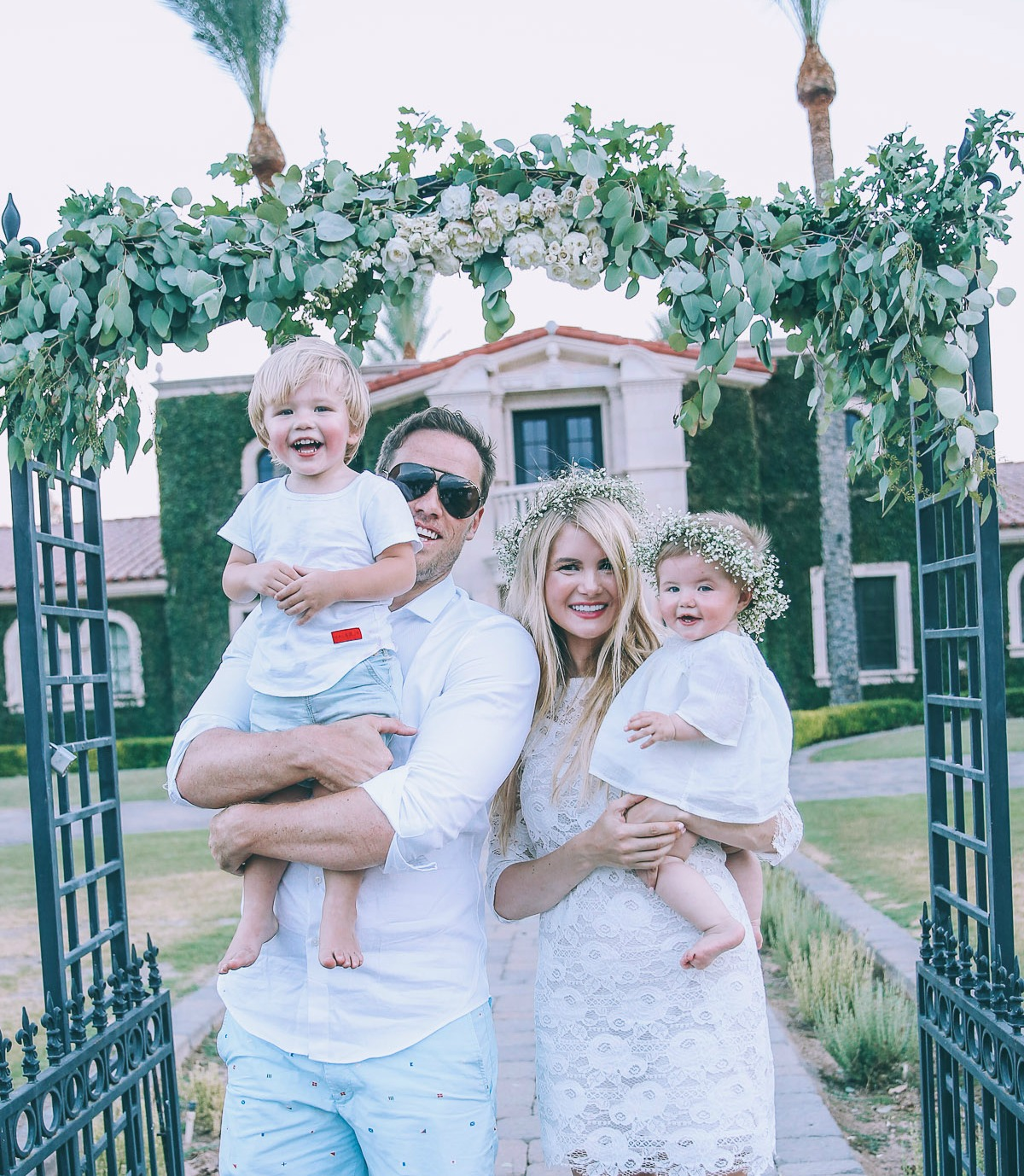 Barefoot Blonde Amber Fillerup and family