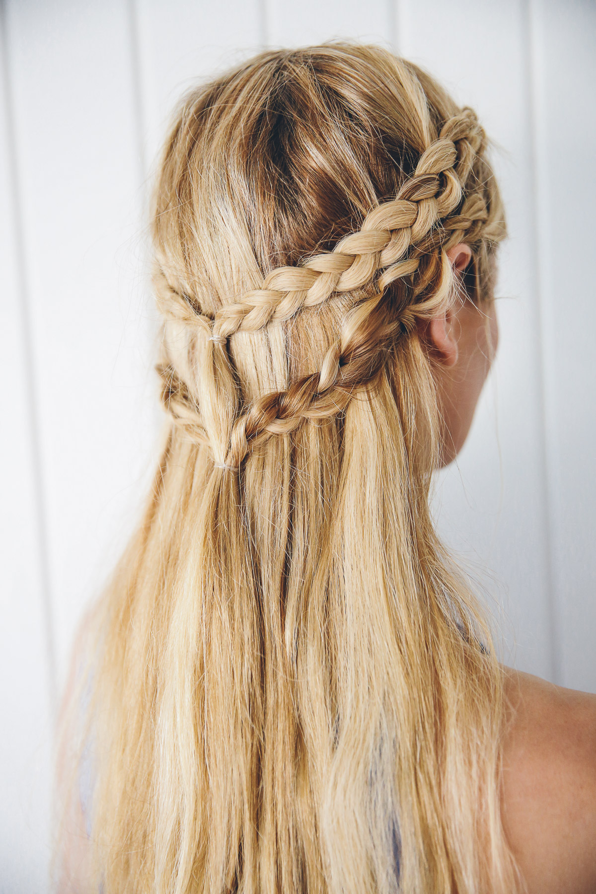 Barefoot Blonde Amber Fillerup doing Khaleesi Inspired Hair Tutorial