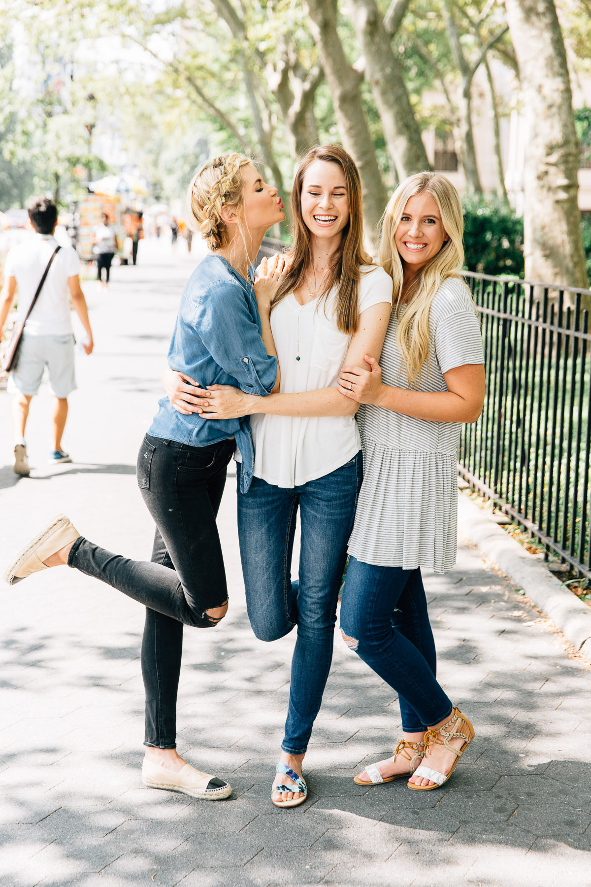 Barefoot Blonde Amber Fillerup with sisters in the city