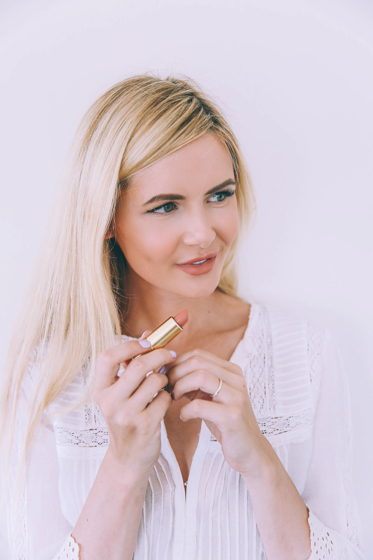 Barefoot Blonde Amber putting on Max Factor