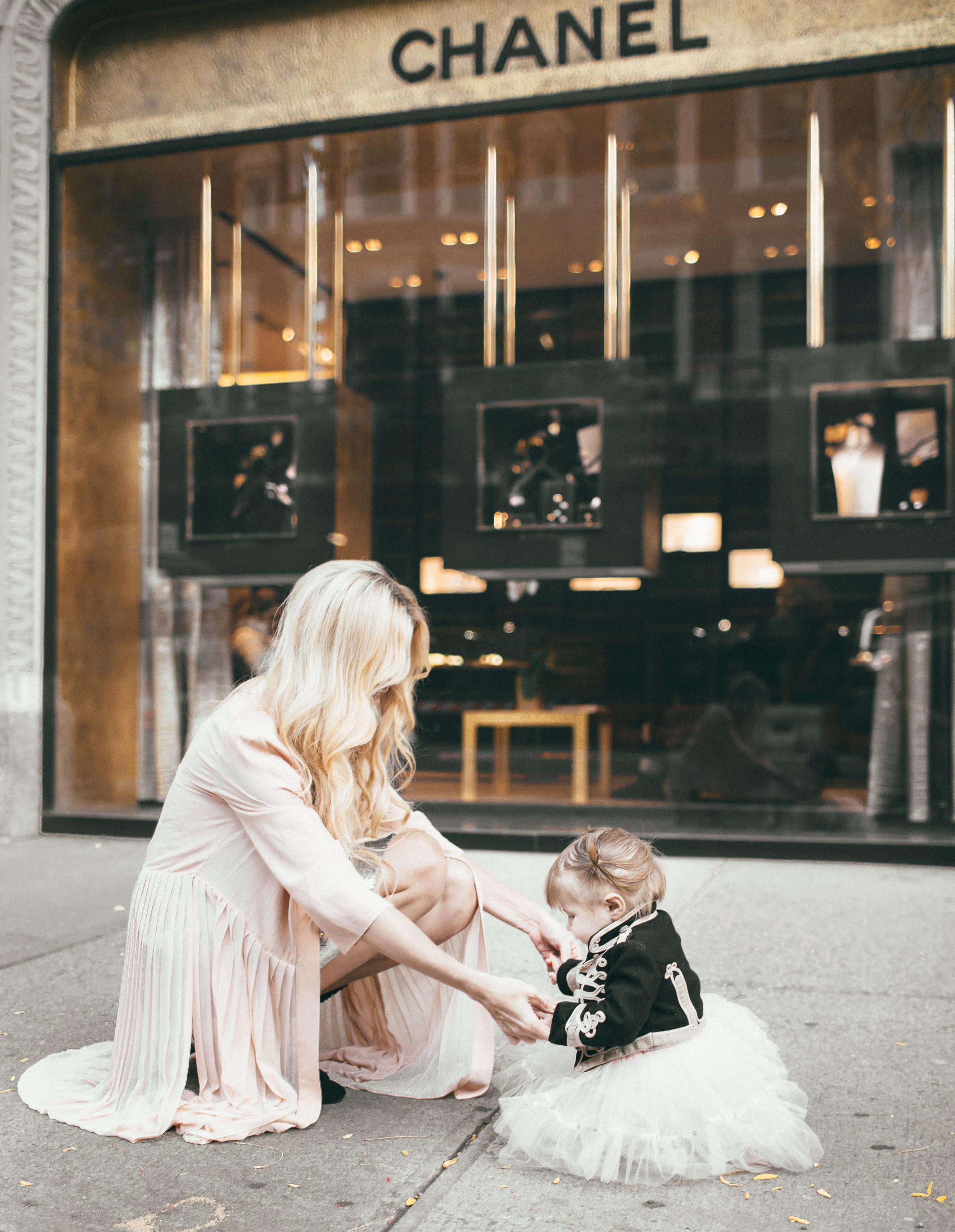 Barefoot Blonde Amber Fillerup and Rosie