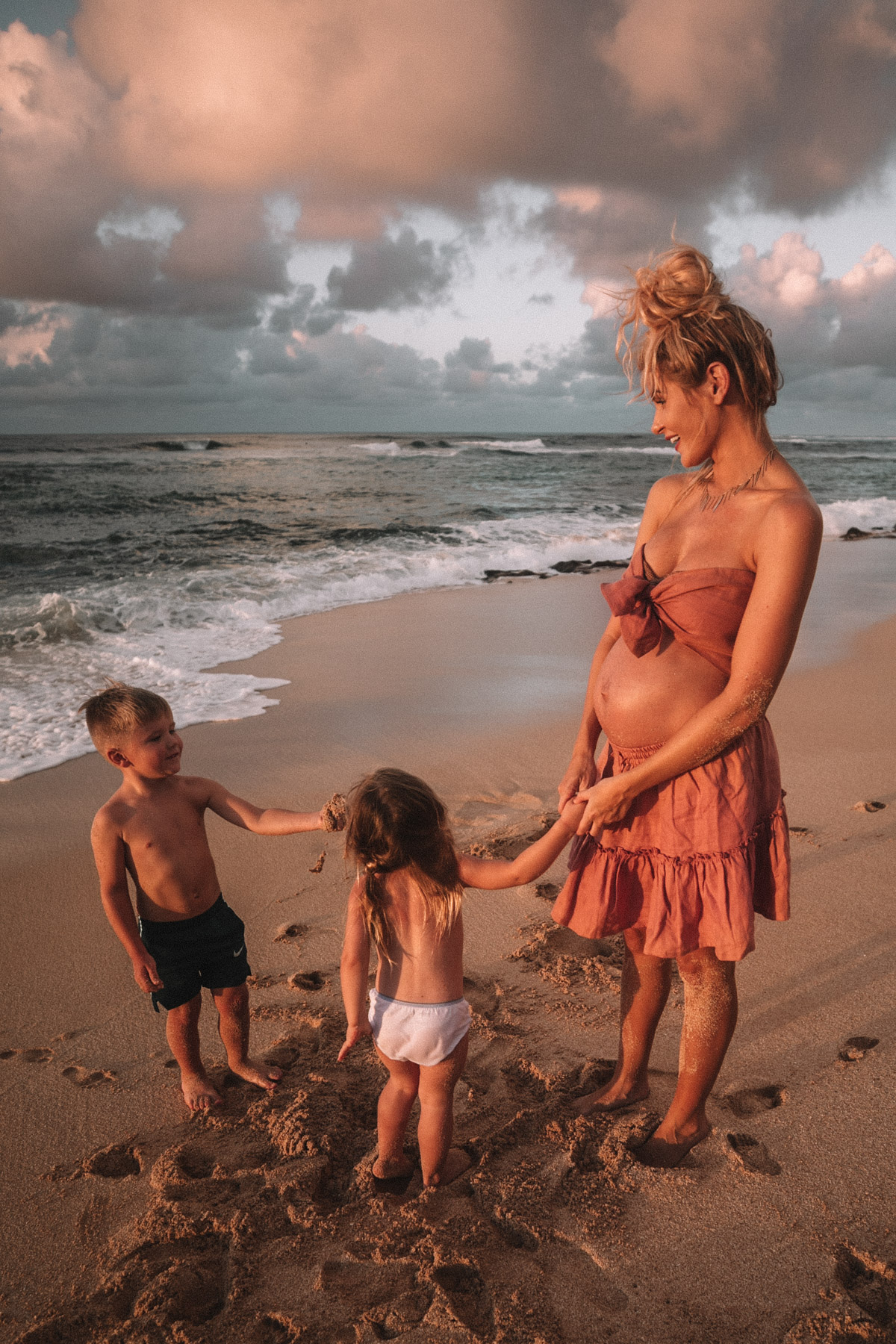 Amber, Rosie and Atticus on the beach in Hawaii. Amber Fillerup Clark | Barefoot Blonde | 10 Things I Am Thankful For
