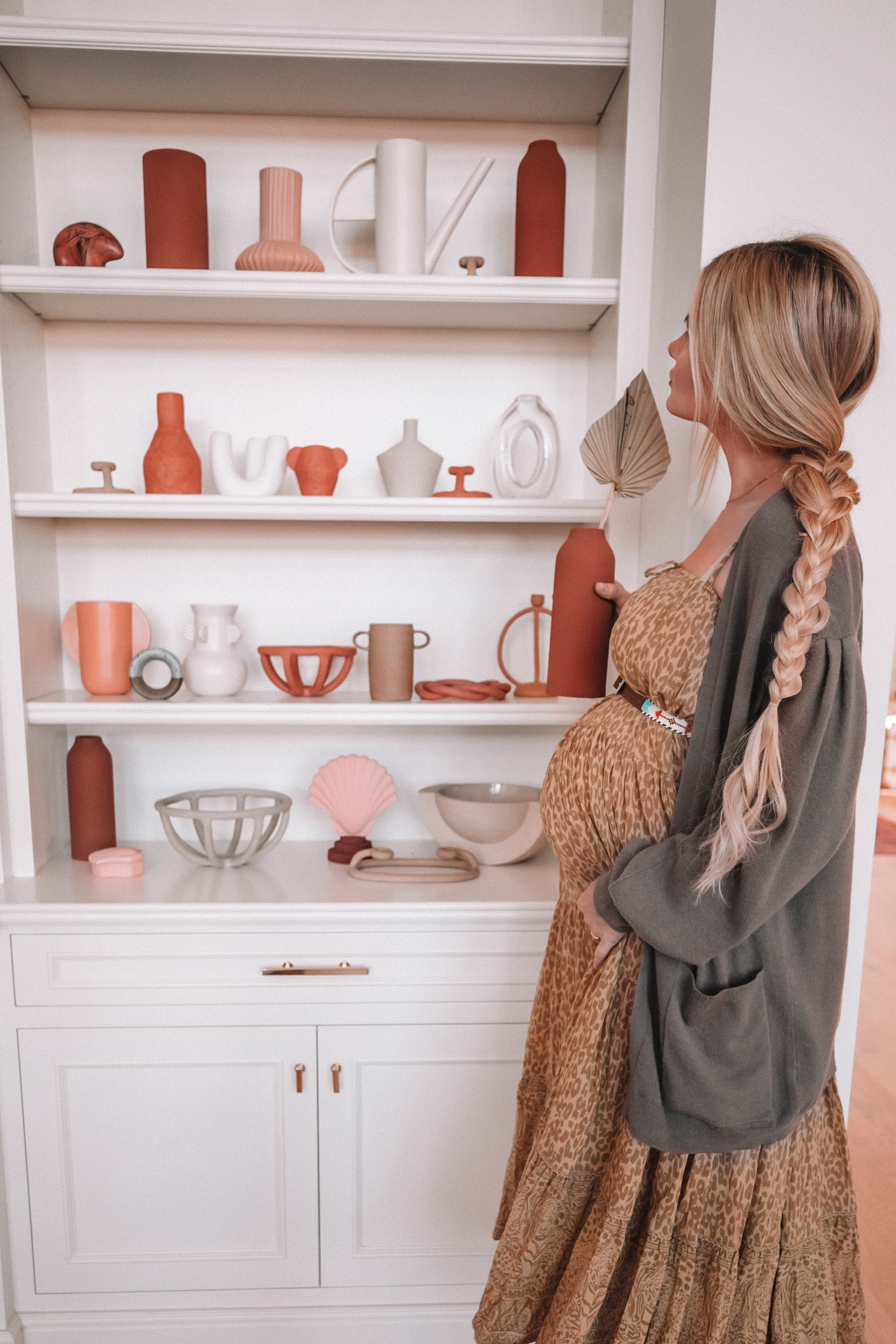Amber Fillerup Clark decorating her new home with her 2019 color scheme of pink, peach, brown and a mix of green and yellow. Barefoot Blonde.